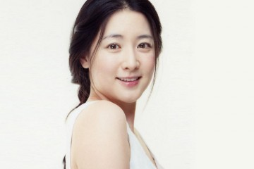 lee-young-ae-receives-an-award-at-the-korean-historical-fiction-star-awards