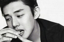 cha-soon-bae-praises-yoo-ah-in-for-continuing-to-act-despite-spilling-blood-on-set