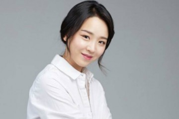 shin-hye-sun-reveals-that-she-is-a-big-fan-of-won-bin