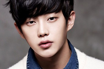 kim-min-suk-reveals-how-song-joong-ki-and-jin-goo-helped-him-in-descendants-of-the-sun