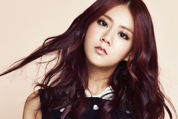 seungyeon-asks-fans-to-look-at-her-without-the-kara-label
