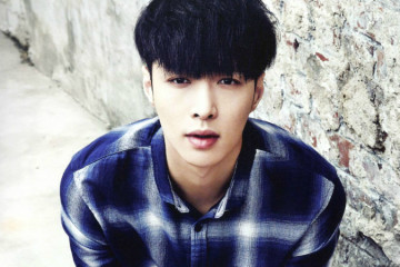 lay-plans-to-take-legal-action-against-sasaeng-fans